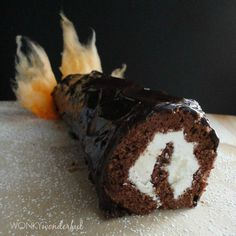 Looking for Fast & Easy Christmas Recipes, Dessert Recipes! Recipechart has over free recipes for you to browse. Find more recipes like Chocolate Orange Yule Log. Recipes Using Cake Mix, Cake Roll Recipes, Chocolate Yule Log Recipe, Chocolate Recipes, Chocolate Cake, Yule Log Cake, Food Log, Christmas Desserts, Holiday Foods