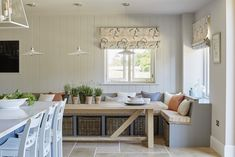 Global Style: The English Country Design of Sims HilditchBECKI OWENS