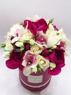 Flower box sa božurima, orhidejama i ružama Flowers in box