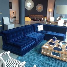 Amazing Mah Jong sofa in blue velvet Living Room Green, Living Room Sets, Living Room Decor, Dining Room, Velvet Furniture, Home Furniture, Furniture Design, Mah Jong Sofa, Sofa Design