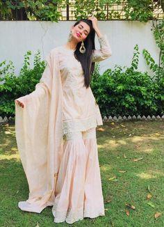 Stylish Dresses, Simple Dresses, Casual Dresses, Fashion Dresses, Formal Dresses, Pakistani Dresses Casual, Indian Dresses, Formal Wear, Casual Wear