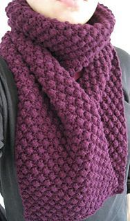 This is a very simple scarf. The stitch pattern is a variation from Blackberry stitch, but easier, as instead of knitting 3 stitches in one, the middle one is made as a yarn over (yet hardly noticed).