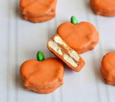 Halloween Pumpkin Spice Caramel Crunchies Recipe #WiltonTreatTeam