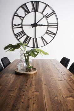 TABLE SELENA - BOIS DE GRANGE - AMBRÉE - CHAISES HARRISON #surmesure #lusine #table #selena #boisdegrange #ambree #chaise #harrison Selena, Tables, Clock, Wall, Home Decor, Barn, Chairs, Woodwind Instrument, Mesas