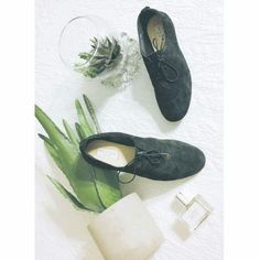 $400 RAG & BONE SUEDE LACE UP OXFORDS Rag & Bone: Gorgeous and perfect for the autumn weather! Genuine black suede, with lace up detailing. Brand new and never worn! Any questions feel free to ask :) offers always welcome. Will lower for discount shipping. rag & bone Shoes Flats & Loafers