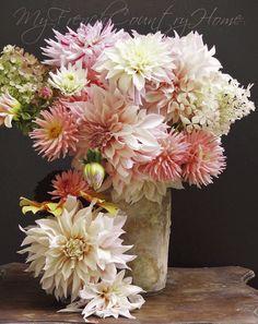 Dahlias wedding flower ダリア