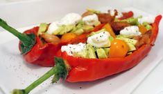 Gevulde paprika met kip, avocado, tomaat en kwark