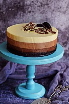 Simple triple chocolate mousse cake - without baking, with Oreo- Egyszerű, tripla csoki mousse torta – sütés nélkül, Oreoval Simple triple chocolate mousse cake – no baking, no … - Milk Recipes, Best Dessert Recipes, Cake Recipes, Cookie Desserts, Easy Desserts, Food Cakes, Cupcake Cakes, Maxi King, Smoothie Fruit