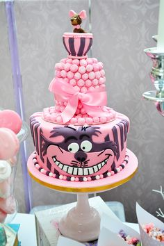 Cheshire Cat Cake. Cute for an Alice in wonderland theme party