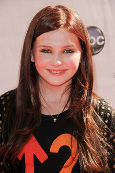 Abigail Breslins half up, half down hairstyle