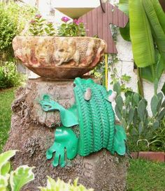 ways reuse old tires garden decoration green frog stone flower bowl Ways To Recycle, Reuse Recycle, Tire Frog, Reuse Old Tires, Recycled Tires, Tire Craft, Tire Garden, Garden Frogs, Recycling