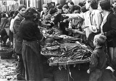 45 Astonishing Vintage Photos That Capture Daily Life in the Ghetto of Warsaw in the Summer of 1941 ~ vintage everyday Jewish Ghetto, Warsaw Ghetto, Jewish Men, Jewish History, World History, World War Ii, Mother Courage, War Image, Wwii