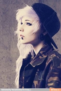 Find images and videos about hair, piercing and emo on We Heart It - the app to get lost in what you love. Pelo Emo, Dye My Hair, Your Hair, Pelo Multicolor, Emo Scene Hair, Scene Hair Bangs, Scene Kids, Cute Emo, Coloured Hair