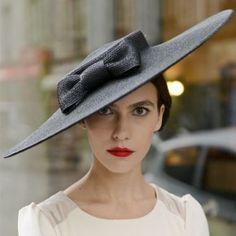 Mademoiselle Chapeaux I Création, location et vente de chapeaux de cérémonies, mariage à Paris - Mademoiselle Chapeaux