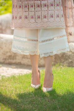 Pakistani Fancy Dresses, Beautiful Pakistani Dresses, Pakistani Fashion Party Wear, Pakistani Dress Design, Neck Designs For Suits, Sleeves Designs For Dresses, Fancy Blouse Designs, Stylish Dress Designs, Salwar Designs