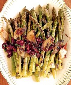 Grilled Asparagus with Roasted Shallots and Cranberry Vinaigrette Wine Recipes, Paleo Recipes, Snack Recipes, Cooking Recipes, Yummy Recipes, Recipies, Yummy Food, Veggie Side Dishes, Vegetable Sides