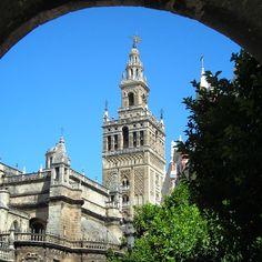 #FelizSabado a tod@s desde #Sevilla | #BuenosDias #Giralda #sevillahoy #DisfrutaSevilla #Sevillatieneuncolorespecial
