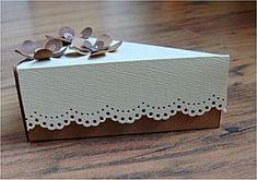 Sinterklaas surprise: Taartpunt > nog leuker met een schoteltje en vorkje erbij (nodig: (gekleurd) karton en papier, schaar, lijm en evt. kralen/watten/taartrandje/etc.) (@ Knutsel Idee - Wim's Fröbel Pagina's) Present Wrapping, Piece Of Cakes, Paper Art, Diy And Crafts, Decorative Boxes, Presents, Diy Projects, Place Card Holders, How To Make