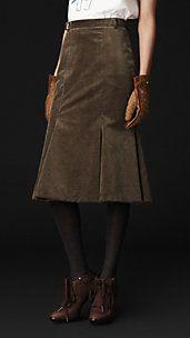 Shop for Flared Corduroy Skirt by Burberry at ShopStyle. Fur Fashion, Luxury Fashion, Pretty Outfits, Cute Outfits, Burberry Skirt, Corduroy Skirt, Haute Couture Fashion, Fashion Studio, Dress Codes