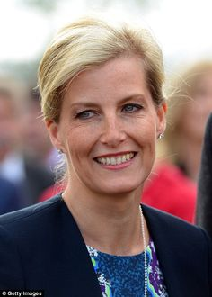 Countess of Wessex Photos - Sophie, Countess Of Wessex attends the annual Chelsea Flower show at Royal Hospital Chelsea on May 2015 in London, England. - The Chelsea Flower Show Chelsea Flower Show, Prince Phillip, Prince Edward, Prince Harry, Countess Wessex, Viscount Severn, Lady Louise Windsor, Casa Real, Portraits