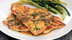 Aprenda a fazer esta receita deliciosa e leve de Escalopes de frango. #Escalopes_de_Frango_com_Limão_e_Estragão #receitas #carne #frango #limão