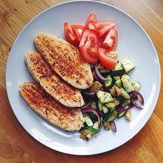 fillets fried in coconut oil with veggies. Quorn, Meatless Monday, Coconut Oil, Fries, Veggies, Health, Recipes, Food, Health Care