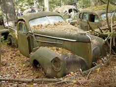 Afbeeldingsresultaat voor abandoned cars in forgotten junkyard