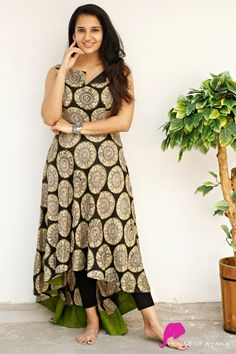 Simple Kurta Designs, Silk Kurti Designs, Salwar Neck Designs, Fancy Blouse Designs, Kurta Designs Women, Kurti Designs Party Wear, Kalamkari Dresses, Kalamkari Kurti, Gown Party Wear