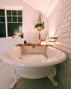I love this interior design! It's a great idea for home decor. Home design. Bathroom Goals, Bathroom Ideas, Attic Bathroom, Small Bathroom, Boho Bathroom, Washroom, Bathroom Baskets, Bathroom Tubs, Modern Bathroom Tile