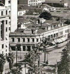 1930 - Esquina da rua Xavier de Toledo. Vemos no centro o prédio que deu lugar…