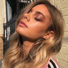 "44.7 mil Me gusta, 408 comentarios - ColourPop Cosmetics (@colourpopcosmetics) en Instagram: ""SO. MUCH. GLOW. ✨ @hannahkirkelie in Heavy Hitter shadow palette, makeup by @melissa.hurkman"""