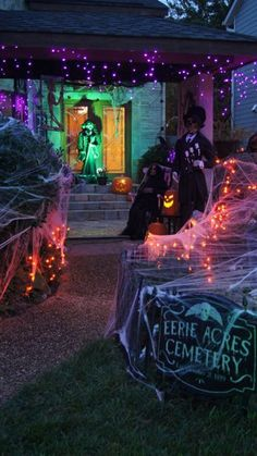 Outdoor Halloween Tour This house is awesome! Time to get started planning my haunted Halloween house!This house is awesome! Time to get started planning my haunted Halloween house! Halloween 2018, Spooky Halloween, Halloween Outside, Halloween Spider Decorations, Holidays Halloween, Happy Halloween, Halloween Mural, Haunted House Decorations, Purple Halloween