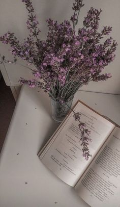 Lavender Aesthetic, Aesthetic Colors, Book Aesthetic, Flower Aesthetic, Aesthetic Vintage, Aesthetic Pictures, Look Wallpaper, Aesthetic Pastel Wallpaper, Aesthetic Backgrounds