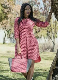 african print dresses Dress and bag to match, Ankara dress, African print dress, women dress, knee length dress Latest African Fashion Dresses, African Print Dresses, African Print Fashion, African Dress, Dress Fashion, Ankara Fashion, African Prints, Africa Fashion, Fashion Outfits