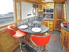 SUMMAT SPECIAL: 58ft 0in Heartwood Narrowboats/Tim Tyler semi trad. Barge Interior, Rv Interior, Canal Boat Interior, Liveaboard Boats, Small Space Gardening, Garden Spaces, Narrowboat Interiors, Home Kitchens, Small Kitchens