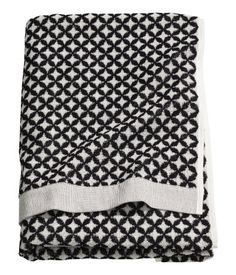 Bath towel in cotton terry with a jacquard-weave pattern. Hanger loop on one long side.