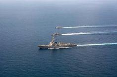 Disparan misiles a buques de guerra en Mar Rojo