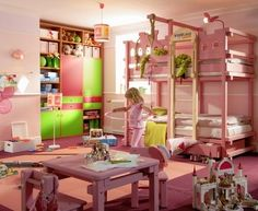 Habitación infanti en rosa blanco y pistacho con literas
