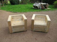 Gartenmöbel-Set mit Paletten und Holzspule eingebaut 4