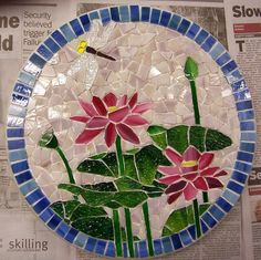 Mosaic Lilly Stepping Stone before grouting Mosaic Tile Art, Mosaic Diy, Mosaic Crafts, Mosaic Projects, Stained Glass Projects, Stained Glass Patterns, Mosaic Patterns, Stained Glass Art, Mosaic Glass