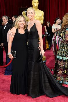 Charlize Theron's Oscars date was her mother, Gerda Maritz. Celebrity Kids, Celebrity Pictures, Mom Daughter, Daughters, Family Comes First, Charlize Theron Oscars, The Joys Of Motherhood, Star Family, Family Affair