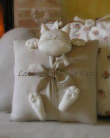 Popular ideas diy pillows tutorial how to sew Cute Pillows, Diy Pillows, Decorative Pillows, Sewing Toys, Sewing Crafts, Sewing Projects, Pillow Crafts, Fabric Crafts, Cat Crafts