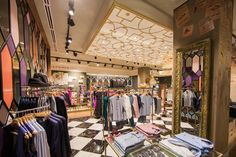 Ted Baker launched his first store in South Africa within Sandton City, Johannesburg. The 1960 square foot retail space will house Ted'. Baker Store, Ted Baker Shop, Shop Layout, Retail Space, Commercial Interiors, Retail Design, Visual Merchandising, Store Design, South Africa