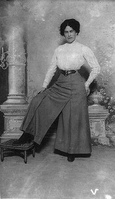 Pantaloon skirt 1911