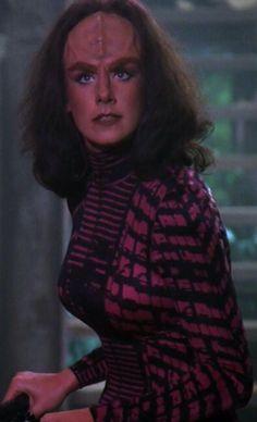 "Women of ""Star Trek - The Next Generation"" : K'ehleyr played by Suzie Plakson Klingon Empire, Star Trek Klingon, Star Trek Starships, Star Wars, Star Trek Tos, Star Trek Characters, Female Characters, Sci Fi Tv, Sci Fy"