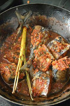 Ikan belado - de Indomama Low Carb Soup Recipes, Spicy Recipes, Seafood Recipes, Asian Recipes, Cooking Recipes, Yummy Recipes, Chicken Recipes For Two, Healthy Chicken Recipes, Vegetable Recipes