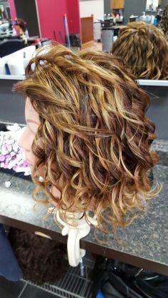 Loose Spiral Love The Highlights Womenshairstyleslongover40 Hair Styles Short Permed Hair Medium Hair Styles