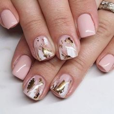 Gold foil lets you create shimmering and glitzy nail designs whether you have natural or artificial nails. It is not difficult to recreate nail art ideas with gold foil, but the result is so… Cute Nails, Pretty Nails, My Nails, Zebra Nails, Foil Nail Art, Foil Nails, Minimalist Nails, Foil Nail Designs, Short Gel Nails