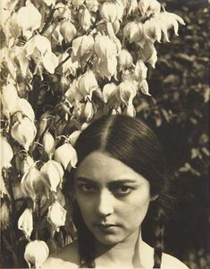Rosa Covarrubias, ca 1923 -by Edward Steichen  Rosa Rolanda met Miguel Covarrubias in New York in 1924. Married in 1930, their common interests in painting, dance, theater and ethnology made of their home in Mexico a meeting place for many. (more…) - Also: Portrait of Rose Rolanda by Man Ray and one of Miguel Covarrubias by Steichen.  photo via PdP