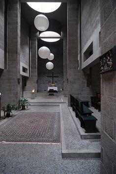 Pastoor-van-Ars-Kerk    Aldo van Eyck (1918-1999), Den Haag 1970  Espacio muy contemporáneo...